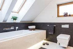 Small Bathroom, Bathroom Things, Bathroom Stuff, Bathroom Ideas, Bathrooms, Flat Design, Luxury Living, Bathtub, Toilet