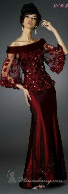Evening gown, couture, evening dresses, formal and elegant Janique couture ~ Elegant Dresses, Pretty Dresses, Vintage Dresses, Evening Dresses, Prom Dresses, Formal Dresses, Bride Dresses, Club Dresses, Beautiful Gowns
