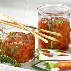 Chutney-Rezepte für aromatische Soßen - tomaten-moehren-chutney Rezept Canning Recipes, Dip Recipes, Chutneys, Eat Slowly, High Fiber Foods, How To Eat Less, Sweet And Salty, Pesto, Dips