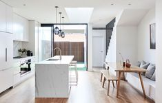 Located in Melbourne's inner bayside suburb of Albert Park, this narrow Victorian terrace by Dan Webster Architecture proves that restraint in space doesn't always mean restraint in clever design. Australian Architecture, Interior Architecture, Interior Design, Australian Homes, Victorian Terrace, Victorian Homes, Kitchen Interior, Kitchen Design, Albert Park