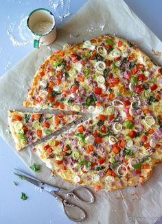 Kinkku-paprikapizzakka #piirakka #resepti #ruoka #kinkku #pitsa Cooking Recipes, Healthy Recipes, Healthy Food, Tasty, Yummy Food, Vegetable Pizza, A Food, Baking, Vegetables