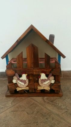 Casa de Huevos. pinura Contry Wood Crafts, Diy And Crafts, Egg Holder, Country Paintings, Vintage Wood, Bed Design, Easter Crafts, Bird Houses, Painted Furniture