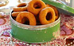 En av de syv sortene er for mange smultringer. Norwegian Christmas, Donut Recipes, Onion Rings, Kefir, Churros, New Tricks, Doughnuts, Bread, Cake