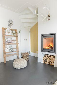 Sfeervol wonen met een openhaard, gietvloer en warme materialen | Binti Home blog : Interieurinspiratie, woonideeën en stylingtips