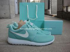 Nike Womens's Roshe Run Tropical Twist size 5.5, 6, 8 $140 Shipped