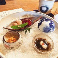Lunch with the Liu's #happy #foodie #foodgasm #foodporn #japanesefood #gastronomy #uni #sundayfunday #sunflower #kaiseki by ilovetsai