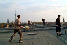 File:Speedminton game on rooftop.jpg