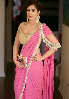 Here sharing a some easy but essential tips about how to wear a saree to look slim and tall. Saree Blouse Patterns, Saree Blouse Designs, Lehenga Designs, Sari Blouse, Cold Shoulder Saree Blouse, Saree Jackets, Saree Gown, Stylish Sarees, Elegant Saree