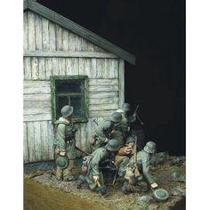 """Prey"" 1/35 scale WW2 German Waffen-ss soldiers vignette. By Johan Fohlin From: pinterest  #scalemodel #scalemodelkit #usinadoskits #udk #plastimodelismo #plastickits #plasticmodel #plastimodelo #plamodel #miniatura #miniature #maqueta #maquette #hobby #diorama #guerra #war #soldados #soldiers"