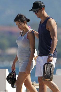 Namorada de Cristiano Ronaldo grávida ? Essa foto deixa dúvidas https://angorussia.com/entretenimento/famosos-celebridades/namorada-cristiano-ronaldo-gravida-essa-foto-duvidas/