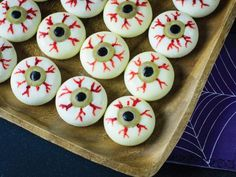 Spook your Guests with Creepy Halloween Appetizers recipes. Here are 100 Best Appetizer recipes for Halloween. These finger food recipes are scary but yummy Halloween Fingerfood, Easy Halloween Snacks, Halloween Party Appetizers, Healthy Halloween, Halloween Food For Party, Halloween Apps, Halloween Birthday, Halloween Design, Halloween 2018