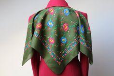 Vintage wool shawl.Russian Shawl.Wedding shawl.Floral scarf.Scarf.Vintage shawl.Green Shawl.Floral shawl.Russian scarf shawl.Wool shawl.
