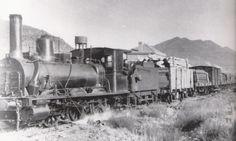 Tren de madera, con una locomotora del tipo 030, en la estación de Santa María y La Peña. (Foto: Canfranc, el mito. Pirineum Editorial)