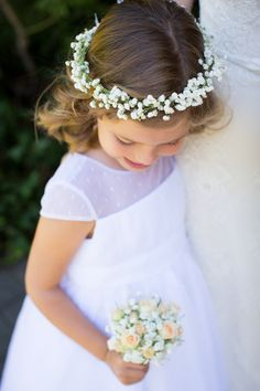 The cutest little flower girl! Love her baby's breath flower crown! #flowergirl #babysbreath #flowercrown