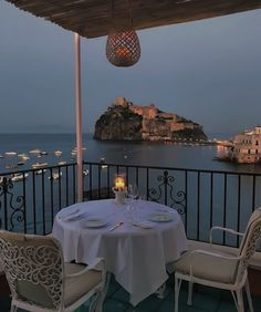 Romantic Dinner For Two, Romantic Dinners, Las Vegas Hotels, French Quarter, Palazzo, Dream Dates, Spa, Outdoor Restaurant, Romance