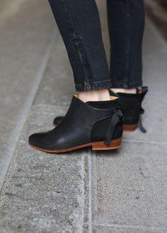 Sézane - Last Call - Low Farrow Boots Pretty Shoes, Beautiful Shoes, Cute Shoes, Me Too Shoes, Zapatos Shoes, Shoes Sandals, Flats, Low Boots, Black Boots