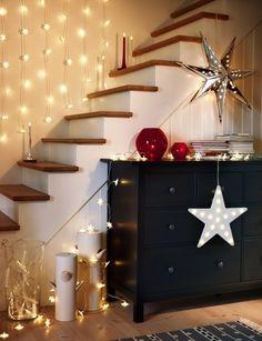 Installez quelques lumières STRÅLA pour ajouter une touche chaleureuse et festive à votre intérieur.