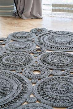 Mandala Rug, Doily Rug, Crochet Rug Patterns, Crochet Rugs, Crochet Bedspread Pattern, Small Round Rugs, Rag Rug Tutorial, Crochet Carpet, How To Make Drawing