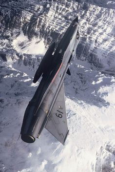 The Austrian Air Force's Draken flying over the majestic Alps Saab 35 Draken, Military Jets, Military Aircraft, Fighter Aircraft, Fighter Jets, Jas 39 Gripen, Flying Vehicles, German Submarines, Military Drawings