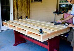 Pallet Bed how to w/supplies list- need to make this for boy/guest room