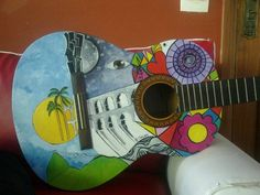 tinta acrilica sobre violão