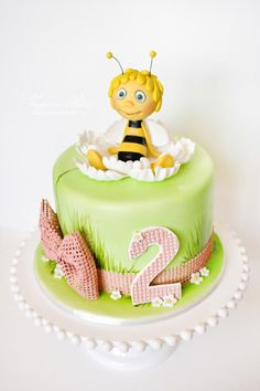 Maya the bee cake by Alina Vaganova
