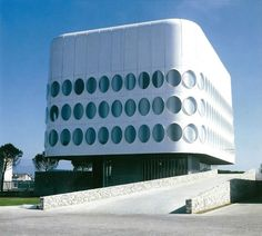 "germanpostwarmodern:Headquarters of the company ""Snaidero"" (1978) in Udine, Italy, by Angelo Mangiarotti"