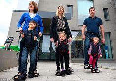 Israelense cria suporte que faz filho com deficiência andar