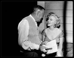 """10 Juin 1952 / Marilyn lors du tournage du film """"Niagara"""", notamment avec Henry HATHAWAY le réalisateur ; Marilyn commença le tournage de  « Niagara » à Buffalo (Etat de New York), en décors naturels. C'était la deuxième fois qu'elle  tenait le rôle principal dans un film. Elle logea au """"General Broke Hotel"""" à """"Niagara Falls"""", durant le tournage. Henry HATHAWAY, le réalisateur de « Niagara » n'avait pas la réputation d'être un metteur en scène facile avec les comédiens. Pourtant, à la…"""