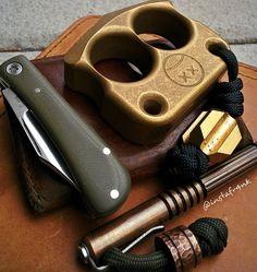 Keeping thing simple this morning - #krooknives #traditionalknives #slipjointparadigm #slipjoint #afrankart #hindererinvestigator #jbbknives #saddlebackleather #pocketdump #knifecommunity #knivesofig #everydaycarry #edc #edcgear #usnfollow #usnstagram