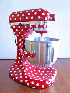 Polka-Dot Kitchen-Aid Mixer. Yes please. Lol you never know where you'll find pokadot next.