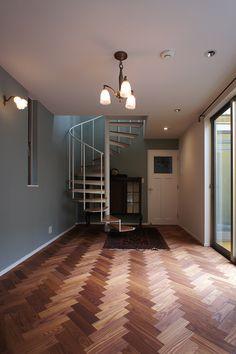世田谷区・目黒区・渋谷区・港区を中心とした都内近郊のリノベーションを行う空間社です。 Empty Room, Stairs, Interior Design, House, Flooring Ideas, Herringbone, Home Decor, Rooms, Nest Design