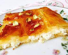 Receta de Muttabaq, pastel de ricota típico palestino | Hosteleriasalamanca.es Comida Armenia, Sweet Recipes, Cake Recipes, Ottolenghi Recipes, Good Food, Yummy Food, Sweets Cake, Arabic Food, Empanadas