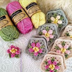 Granny Square Crochet Pattern, Crochet Squares, Crochet Blanket Patterns, Crochet Granny, Granny Squares, Granny Square Projects, Crochet Rabbit, Crochet Quilt, Manta Crochet