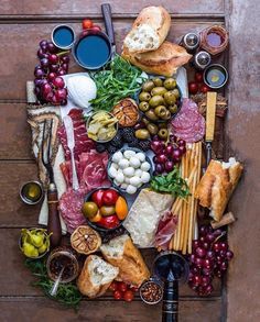 Cheese display ideas antipasto platter 36 Ideas for 2019 Charcuterie And Cheese Board, Charcuterie Platter, Antipasto Platter, Cheese Boards, Cheese Board Display, Mezze Platter Ideas, Antipasti Board, Charcuterie Display, Tapas Platter