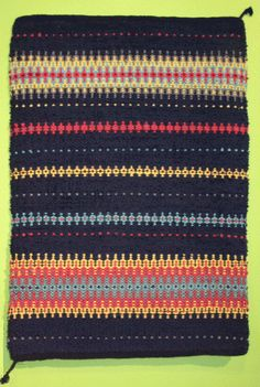 Information about the boundweave exhibit of the Scandinavian Weavers Study group and the pieces