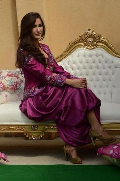 Algerian fashion: Purple karakou