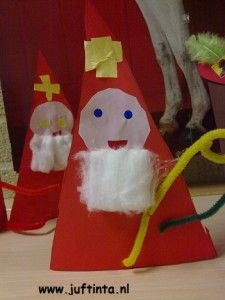 sint van driehoek Advent, Holidays With Kids, More Fun, Saints, December, Arts And Crafts, Presents, Snoopy, School