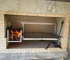 Gaucho sized (medium) grill insert with brasero installed into an enclosed fireplace type base. Outdoor Bbq Kitchen, Outdoor Barbeque, Outdoor Cooking, Bbq Pit Smoker, Bbq Grill, Parilla Grill, Parrilla Interior, Asado Grill, Argentine Grill