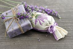 lavender soap with fresh flowers Lavender Soap, Lavender Flowers, Fresh Flowers Images, Matcha Green Tea Powder, Organic Herbs, Soap Recipes, Home Made Soap, Handmade Soaps, Soap Making