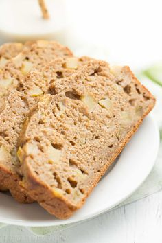 Healthy Cinnamon Apple Banana Bread -- only 108 calories & tastes AMAZING! Plus it's kid-approved & such an easy recipe! Apple Banana Bread, Cinnamon Banana Bread, Banana Bread Recipes, Cinnamon Apples, Oatmeal Recipes, Apple Pie, Healthy Appetizers, Healthy Foods To Eat, Healthy Baking
