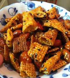 Nori Furikake Chex Mix Recipe & Posted by: Mishh Mochi http://missmochi.blogspot.com/2012/05/nori-furikake-chex-mix-hapa-food.html