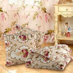 Комфортный комплект для дома из одеяла и двух подушек. Чехол у подушек и одеяла - поликоттон, наполнитель - полиэфирное волокно. Рисунок чехлов может отличаться от изображения на сайте. Евроупаковка ПВХ.