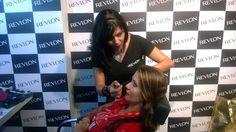 Alessandra Souza, maquiadora da Revlon,  desembarca em Goiânia a convite da Inovar Cosméticos para ministrar um curso de automaquiagem no dia 21 de julho, na Inovar do Shopping Buena Vista. Veja no site www.arrozdefyesta.net como participar.