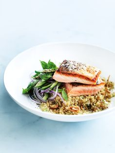Salmon with ginger quinoa (consider coconut oil instead of peanut oil and coconut amino instead of soy sauce)(Food Recipes Fish) Salmon Recipes, Fish Recipes, Seafood Recipes, Dinner Recipes, Cooking Recipes, Healthy Recipes, Dessert Recipes, Donna Hay Recipes, Enjoy Your Meal