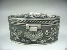 Collectibles Old Decorated Handwork Miao Silver Carving Jewelry box NRR12