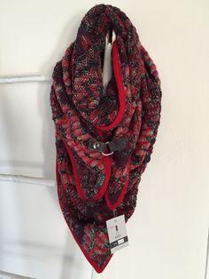 Handmade scarf/poncho www.madebykeet.nl