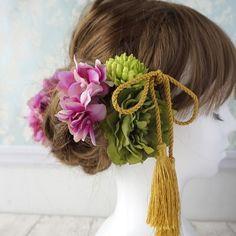 【和装にも】グリーンとパープルのヘッドドレス Wedding Hair And Makeup, Bridal Hair, Hair Makeup, Kawaii Hairstyles, Wedding Kimono, Japanese Wedding, Hair Arrange, Love Hair, Hair Designs