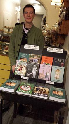 Il tavolino con i libri degli Autori Stellari.  http://fabionocentini.blogspot.it