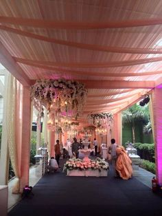 Entrance done up by Bharat Kiraya Bhandar. The bride would feel like a princess walking down on this passage.